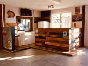 Salle de 100 m² avec bar